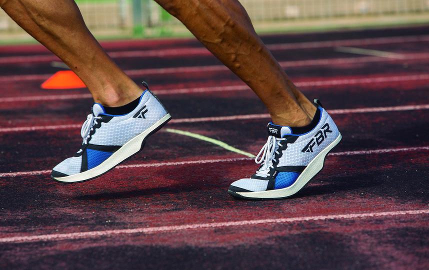 "Кроссовки позволяют спортсмену совершенно иную технику бега. Фото ""Metro"""