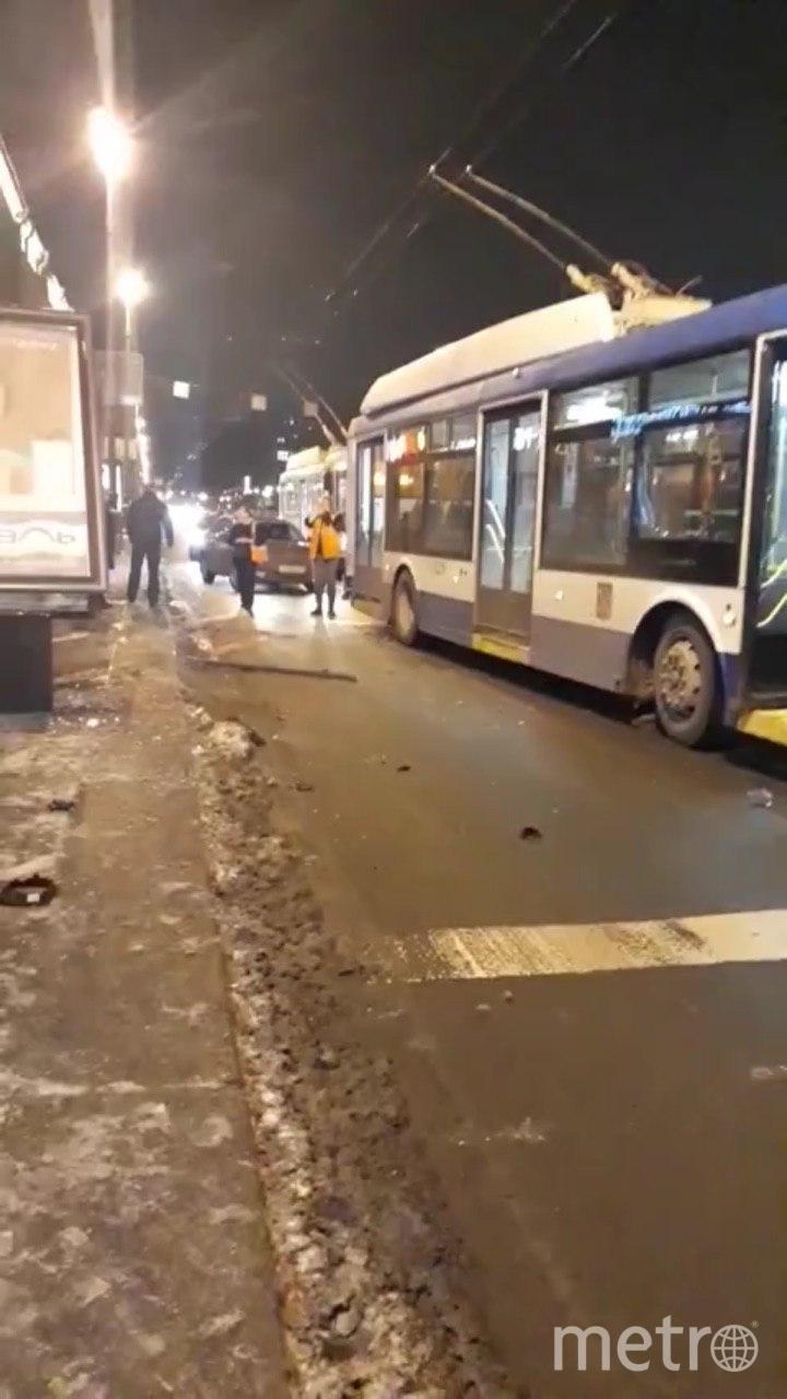 """Фото с места ДТП на Московском проспекте. Фото https://t.me/Megapolisonline, """"Metro"""""""