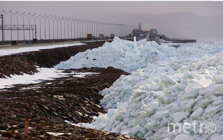 Стена изо льда выросла на петербургской дамбе: Фото. Фото Скриншот Instagram: @dambaspb_kzs