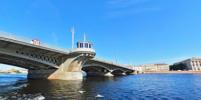 В Петербурге обновят мемориальные доски Благовещенского и Большеохтинского мостов