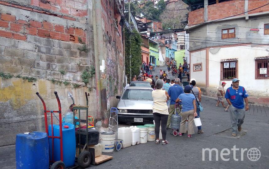 Жители Каракаса. Фото Элизабет Остос