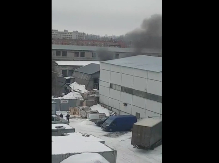 Пожар на улице Ольги Берггольц, 36В. Фото скриншот видео https://vk.com/spb_today