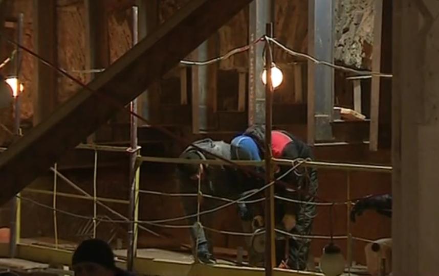В Петропавловской крепости обнаружили древний бастион. Фото Скриншот сюжета о бастионе.