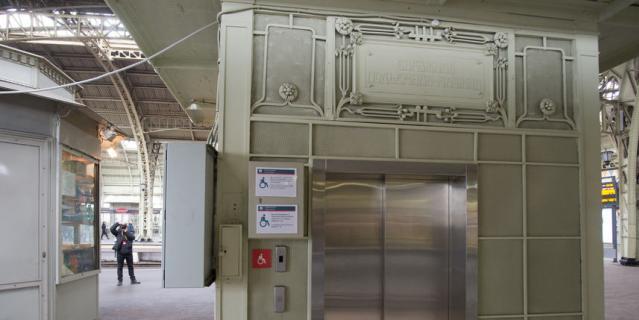Дореволюционный лифт на Витебском вокзале.