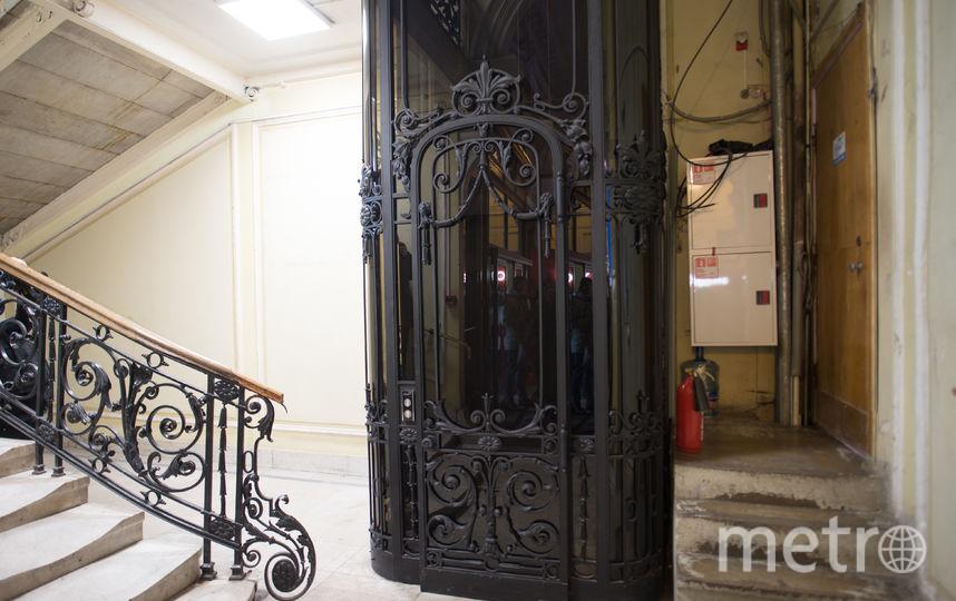 """Лифт в универмаге """"Пассаж"""". Фото Святослав Акимов, """"Metro"""""""