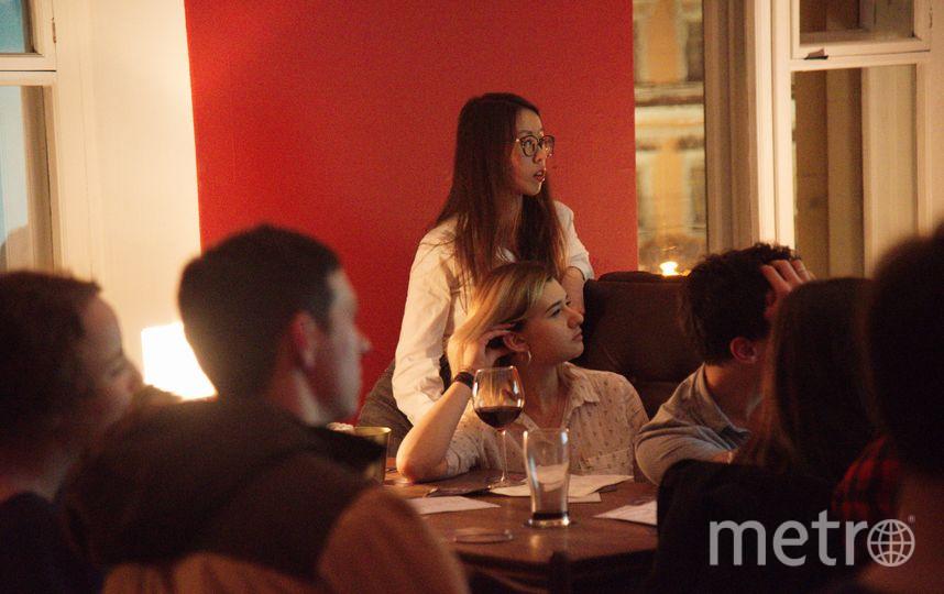 Посетители лекций пьют мало, а слушают – внимательно. Фото Влад Буленков