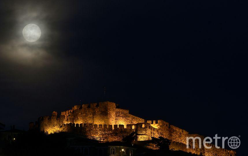 Суперлуна в Греции. Фото AFP