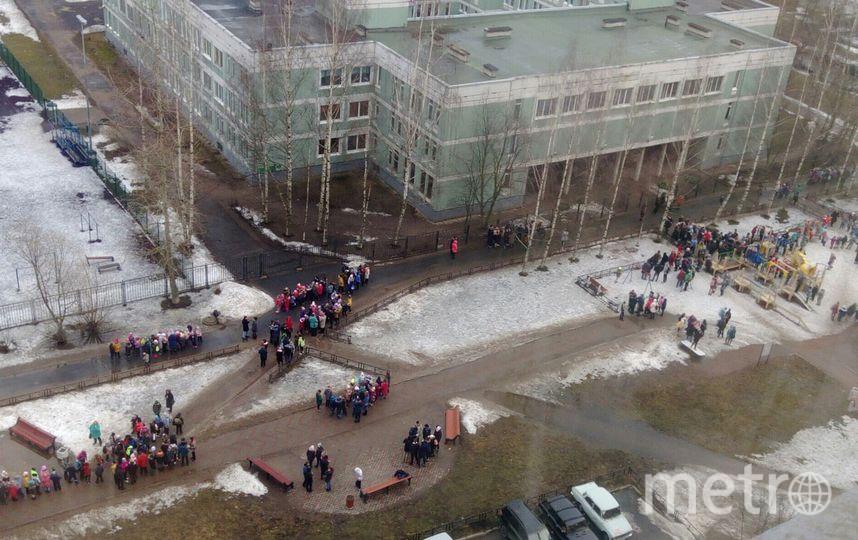 """Эвакуируют школы. Фото https://t.me/Megapolisonline, """"Metro"""""""