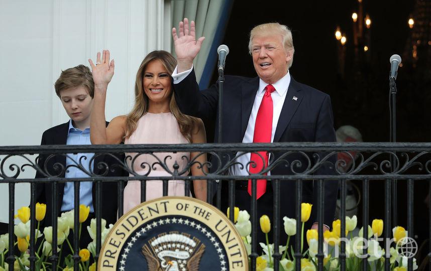 Бэррон Трамп с родителями в 2017 году. Фото Getty