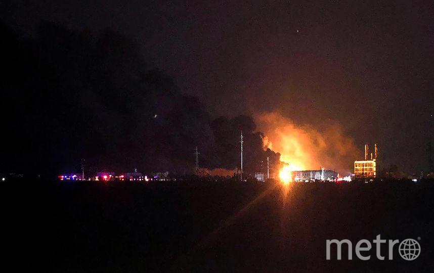 Взрывной волной выбило стёкла в зданиях и автомобилях, расположенных в радиусе 5 километров от эпицентра взрыва. Фото AFP