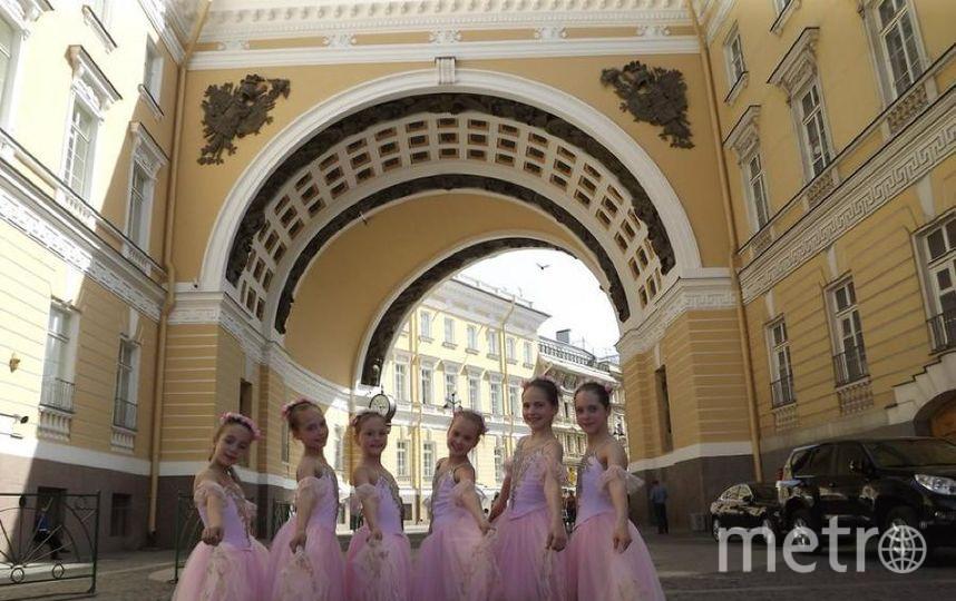 """Дочка Рита с подругами. Фото Брагина Елена., """"Metro"""""""