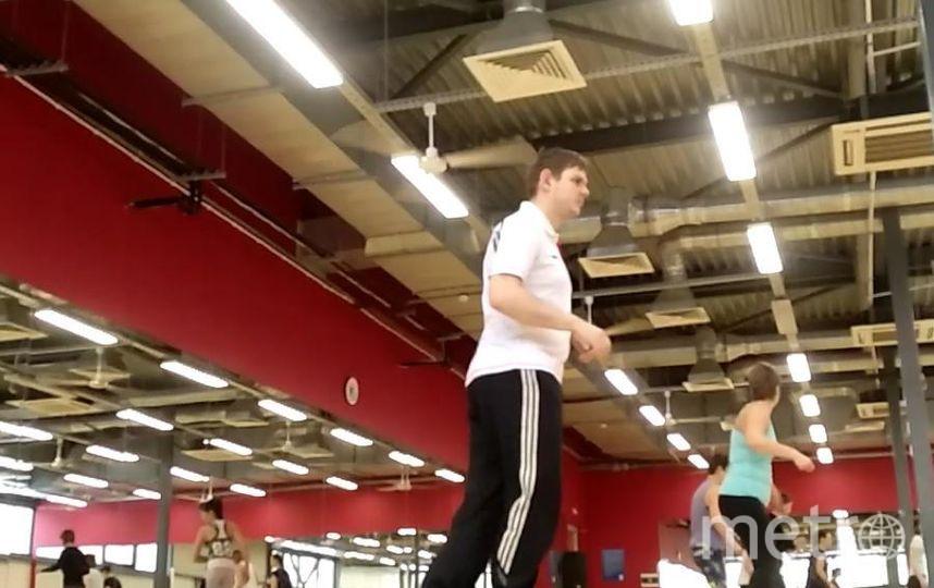 """Учусь танцевать на степ платформе вместе с девушками. Фото Попков Николай, """"Metro"""""""