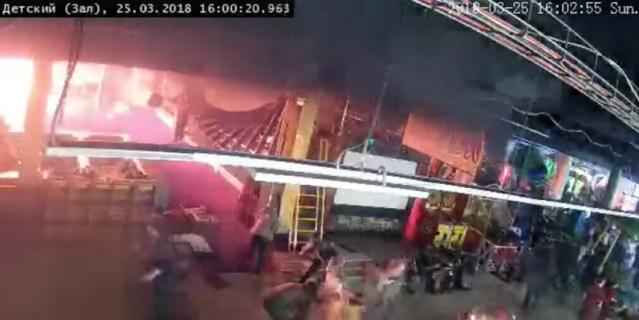 """Фрагмент записи с камеры видеонаблюдения в батутном комплексе """"Графити"""" на 4-м этаже. Это самые первые секунды пожара."""