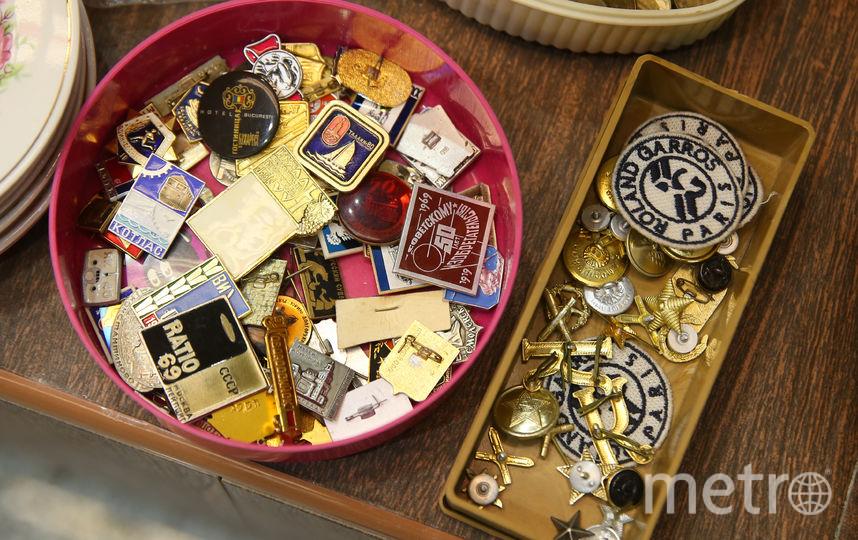 Больше всего покупателей интересуют украшения, игры из СССР и раритетные предметы интерьера. Фото Василий Кузьмичёнок