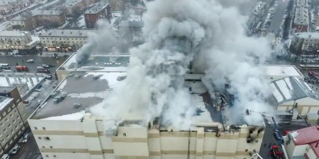 """Пожар в кемеровском торговом центре """"Зимняя вишня"""" произошёл 25 марта 2018 года."""