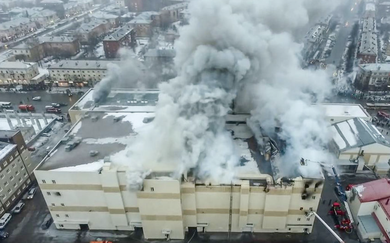 """Пожар в кемеровском торговом центре """"Зимняя вишня"""" произошёл 25 марта 2018 года. Фото AFP"""