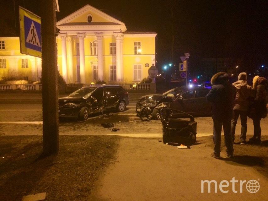Фото с места ДТП на Песочной набережной в Петербурге. Фото vk.com