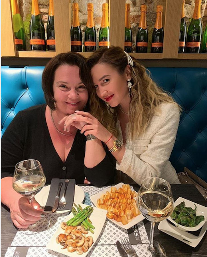 Ольга Бузова с мамой. Фото www.instagram.com/buzova86