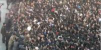 Жители Бишкека устроили многотысячную давку из-за бургеров