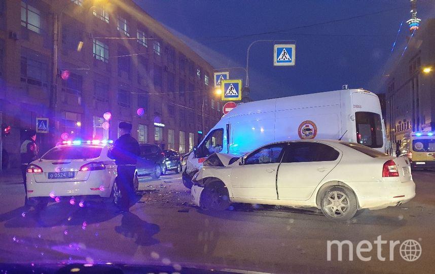 "Фото с места ДТП на пр.Медиков. Фото https://vk.com/spb_today, ""Metro"""