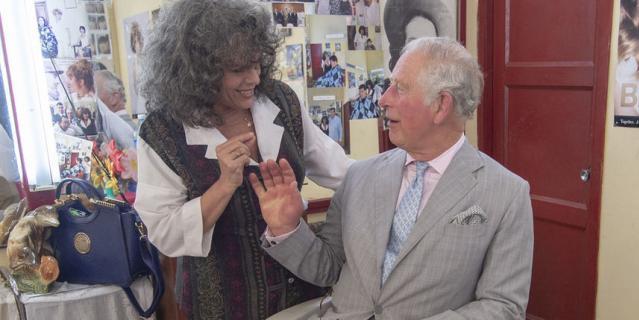 Принц Чарльз в барбершопе.
