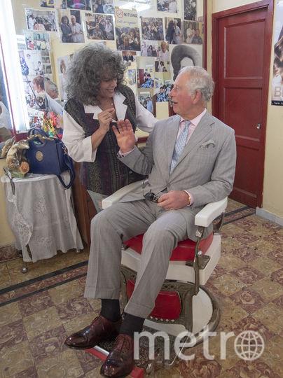 Принц Чарльз в барбершопе. Фото Getty