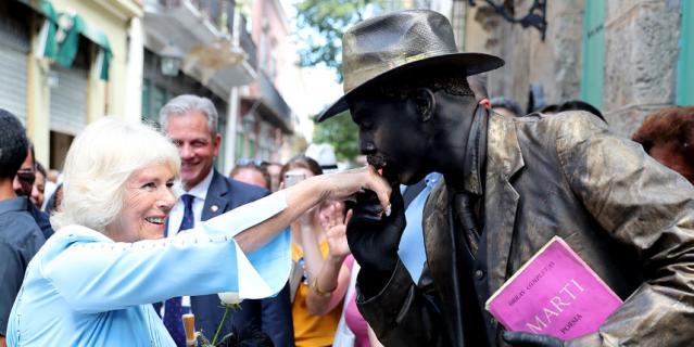 А герцогиня была приятно удивлена галантностью кубинцев.