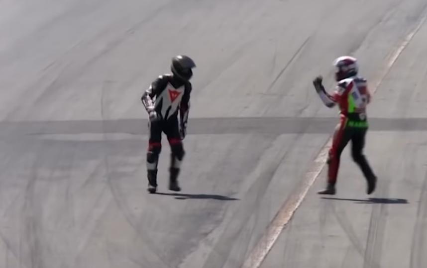 Оба мотогонщика получили двухлетнюю дисквалификацию. Фото Скриншот https://www.youtube.com/watch?v=k0kb39khHbQ, Скриншот Youtube
