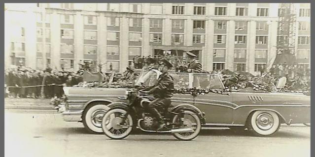 Юрий Гагарин вернулся в Москву после полёта.