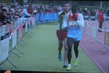 Иван Фернандес Анайя и Абель Мутаи. Фото скриншот с видео YouTube, Скриншот Youtube