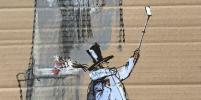 Пушкин сделал селфи на фоне памятника самому себе: фото