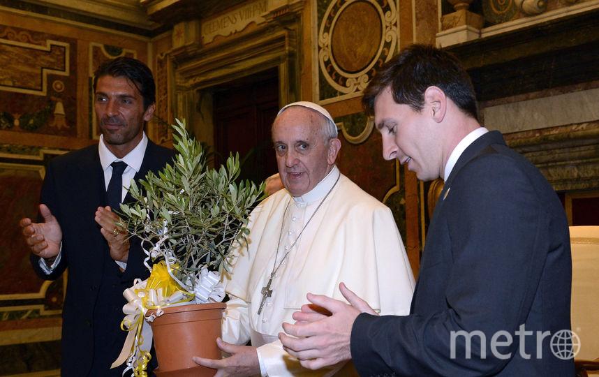 Папа римский и Месси на встрече  в Ватикане в 2013 году. Фото Getty