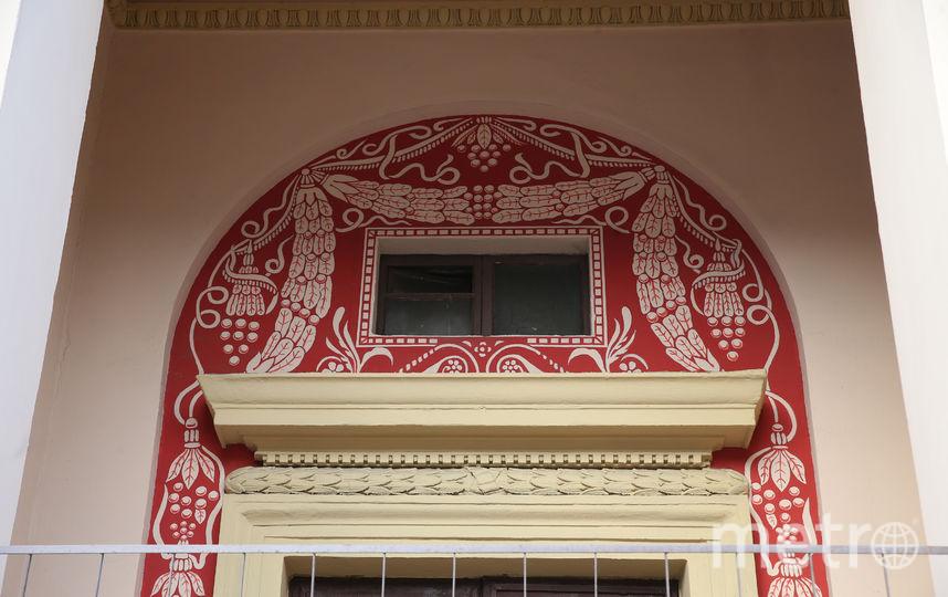 Изюминка фасада –  рисунки, выполненные  в технике сграффито. Фото Василий Кузьмичёнок