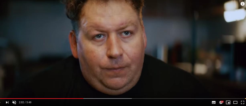 Кадр из клипа. Фото скриншот https://www.youtube.com/watch?v=OTRjNNzi09E&feature=youtu.be