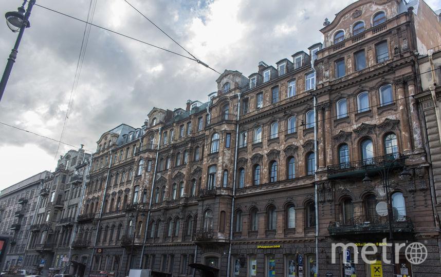 "На двери в доме Бака деньги собирают краудфандингом. Фото fondvnimanie.ru, ""Metro"""