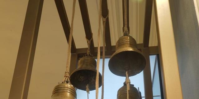 Колокол был сделан до революции на Гатчинском заводе.
