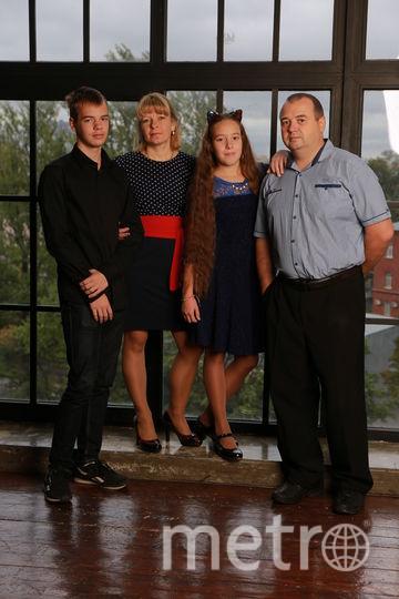 """Семья Шевелевых, фото сейчас. Наше любимое лакомство - это жаренный на растительном масле хлеб с черной солью. Фото """"Metro"""""""