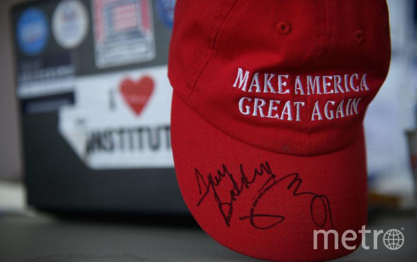 """Бейсболка с предвыборным лозунгом Дональда Трампа """"Сделаем Америку снова великой"""" (MAGA). Фото Getty"""