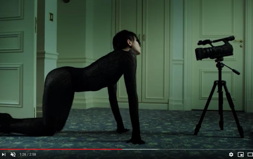 Кадр из клипа на песню Siren. Фото скриншот https://www.youtube.com/watch?v=uv5d58mwIE0