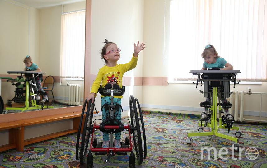 Трёхлетняя Софья (в жёлтом) впервые попала в центр в 8-месячном возрасте. Фото Василий Кузьмичёнок