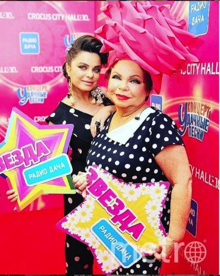 """Фото Наташи Королевой и ее мамы публикуют в Сети. Фото https://www.instagram.com/koroleva__ru/, """"Metro"""""""