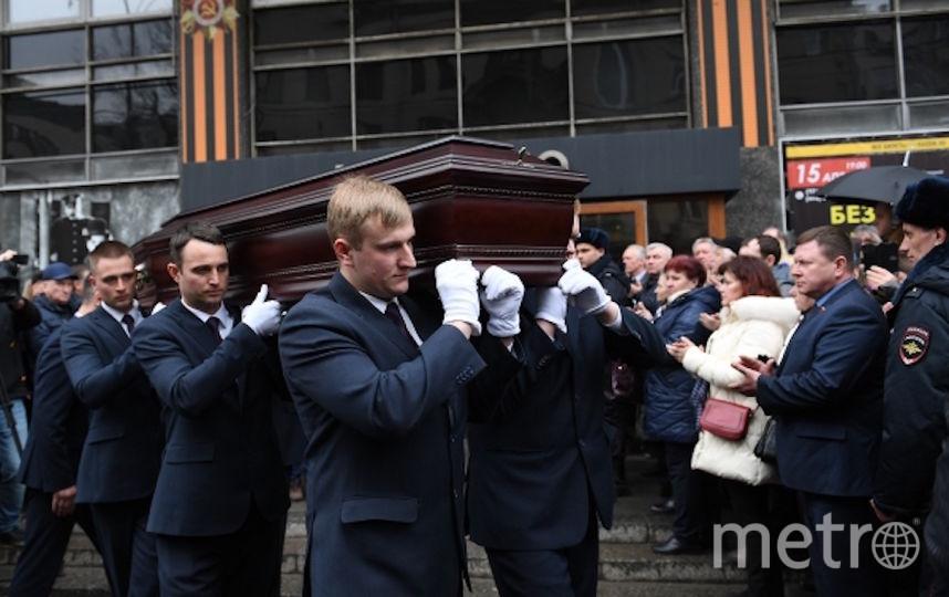 Церемония прощания с актёром прошла в Большом зале Дома кино. Фото РИА Новости