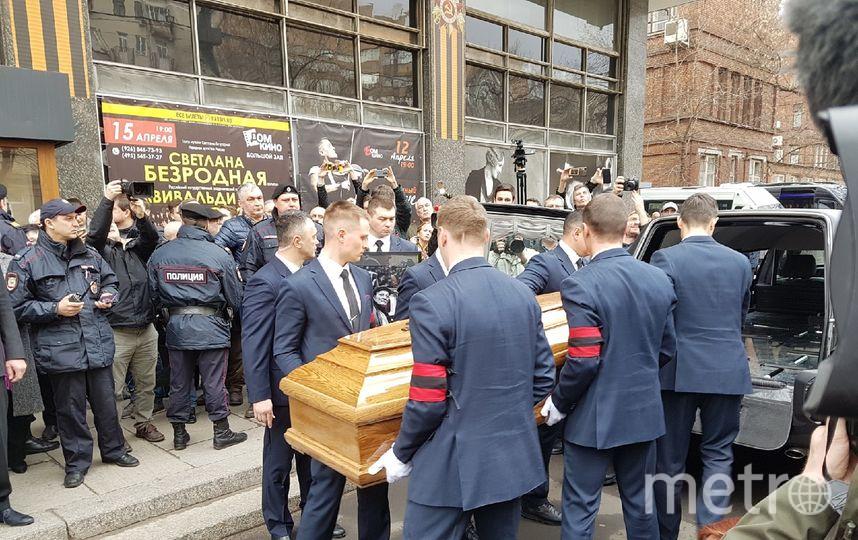 """Гроб с Данелией проводили под аплодисменты и крики """"Браво!"""". Фото Василий Кузьмичёнок"""