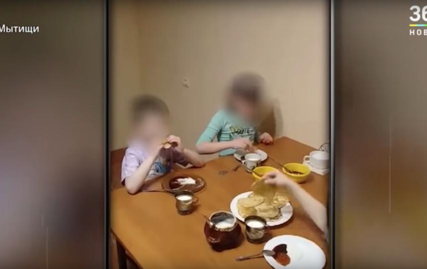 Дети, найденные в захламлённой квартире в Подмосковье, с декабря не выходили на улицу. Фото Скриншот youtube.com/watch?v=CTupljpcirM.