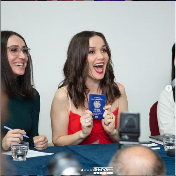 "Наталья Орейро в Армении. Фото https://www.instagram.com/natalia_oreiro_world/, ""Metro"""