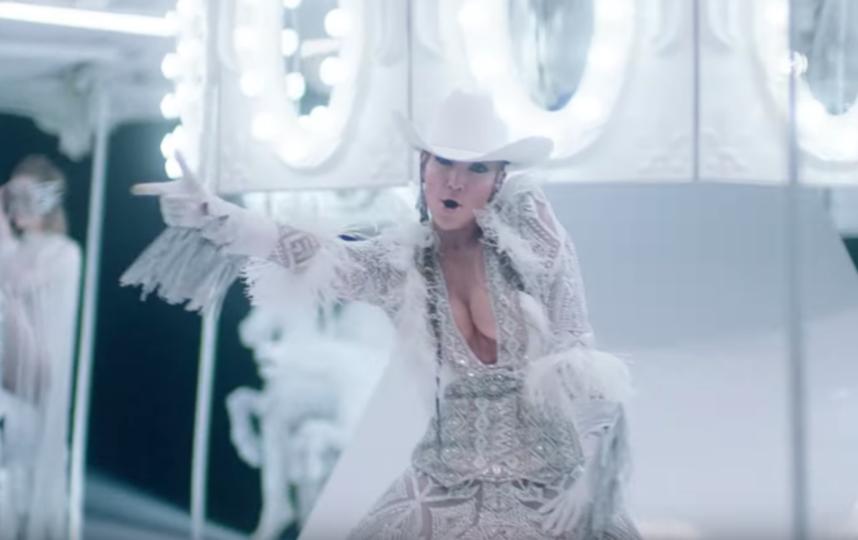 Скриншот из клипа Jennifer Lopez  – Medicine. Фото Скриншот Youtube