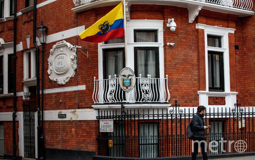У посольства Эквадора. Фото Getty