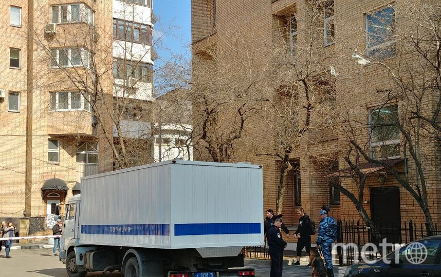 Полицейский автозак, на котором Мамаева и Кокорина привезли в суд. Фото Юлия Долгова.