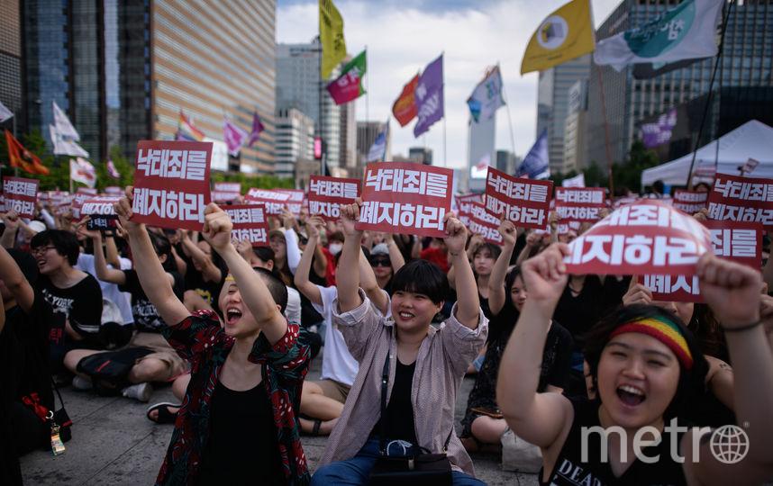 Митинг женщин, требующих отменить наказание за аборты. Фото AFP