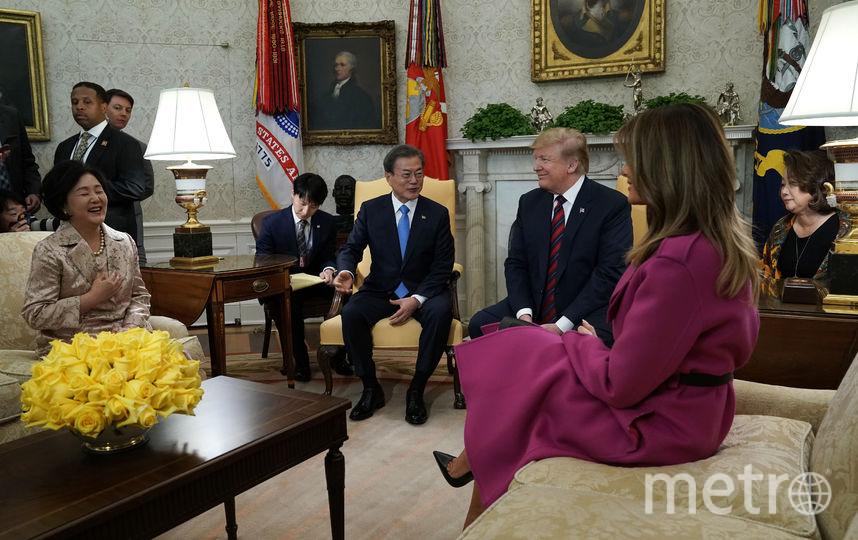 Мелания Трамп и Дональд Трамп встречают гостей - президента Южной Кореи с женой. Фото Getty